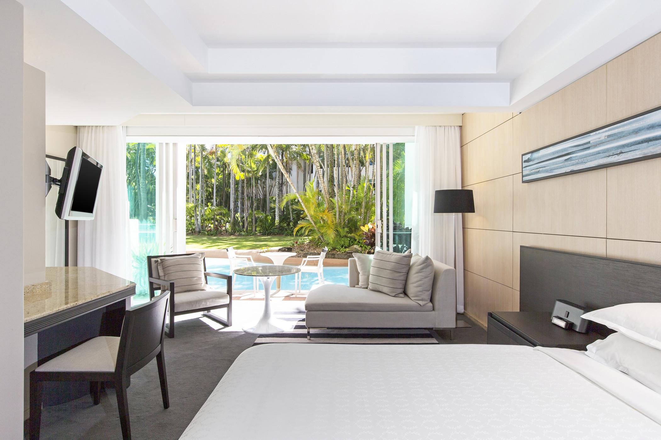 Sheraton-Mirage-Lagoon King Bed
