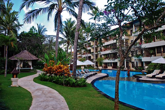 Laguna-bali-swim-out-rooms