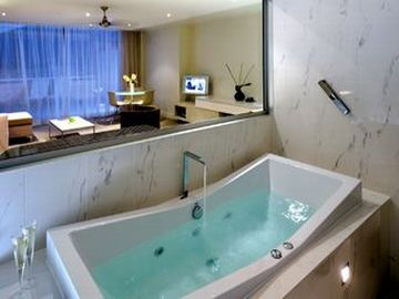 Lifestyle-Spa-Studio-bathroom-Noosa