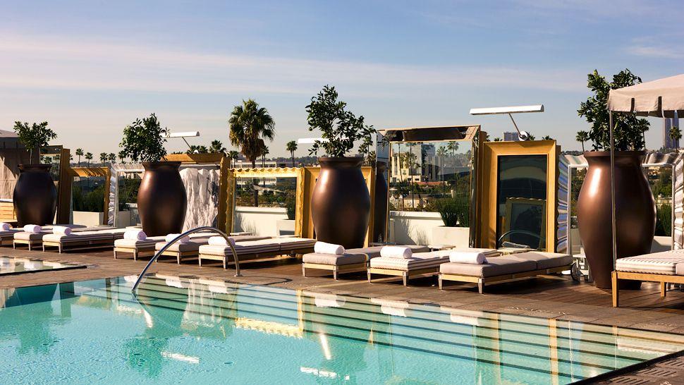 SLS Hotel Beverly Hills, Poolside