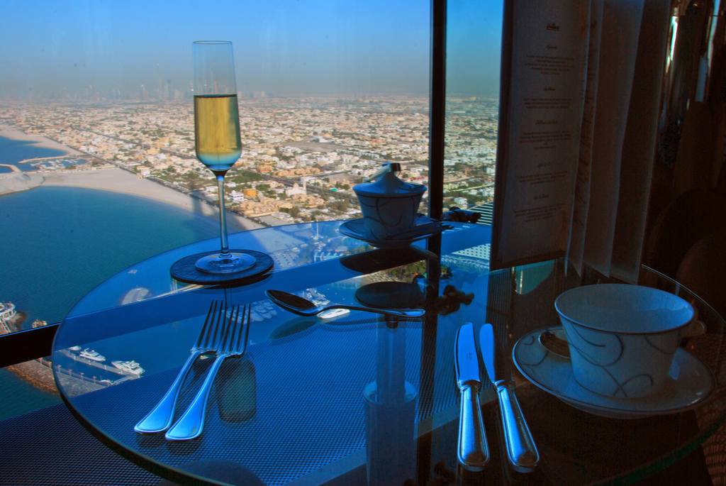 The best hotel in the world burj al arab dubai the lux for The most beautiful hotel in dubai
