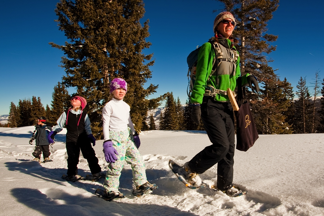 Aspen-kids-snowshoeing-with-ACES