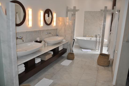 Bathroom-Amanruya2