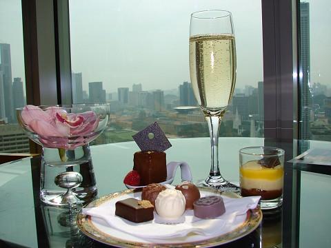 Conrad-Singapore-lounge-food