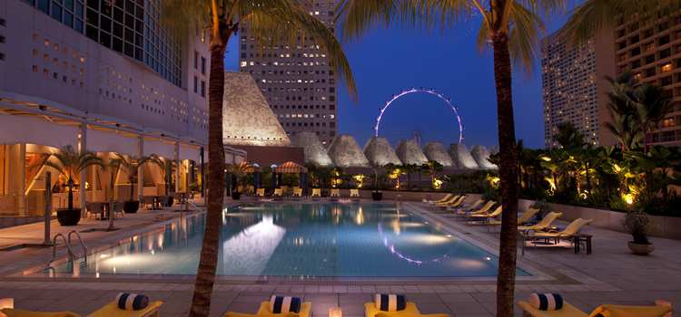 Conrad-Singapore-pool