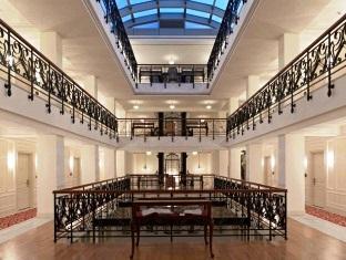 Pera-Palace-Hotel-Corridors
