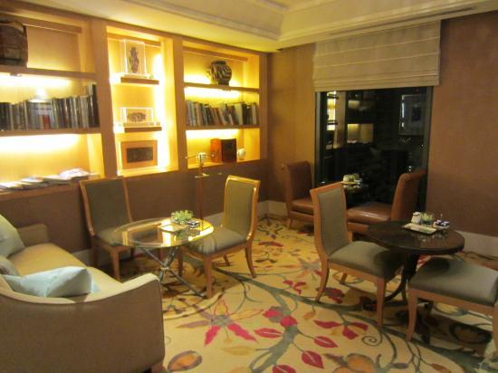 conrad-centennial-singapore-lounge
