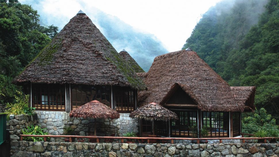 exterior-hut-mountains-Inka-terra-peru