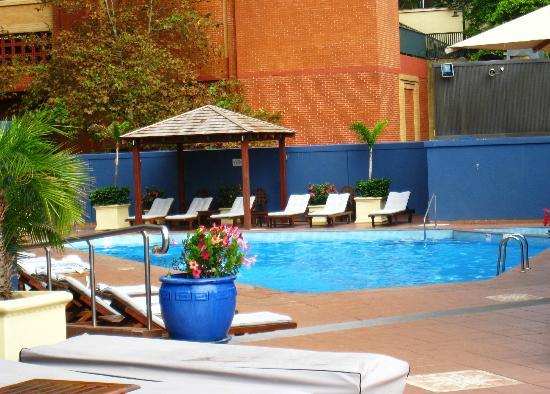 four-seasons-hotel-sydney-pool