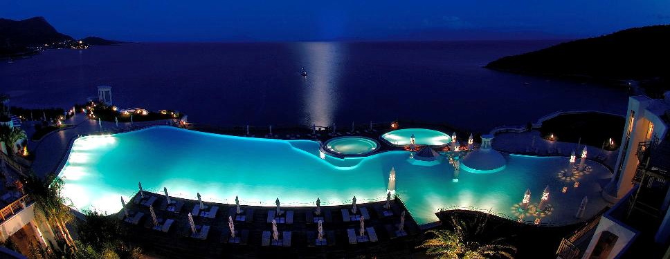 kempinski-hotel-barbaros-bay-pool-night