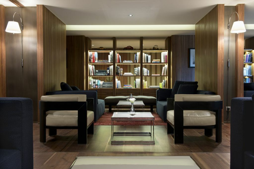 Executive-Lounge-D-Hotel