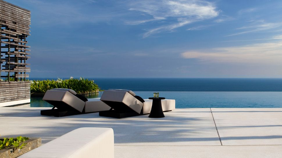 Deck-view-of-pool-and-ocean-Alila-Uluwatu
