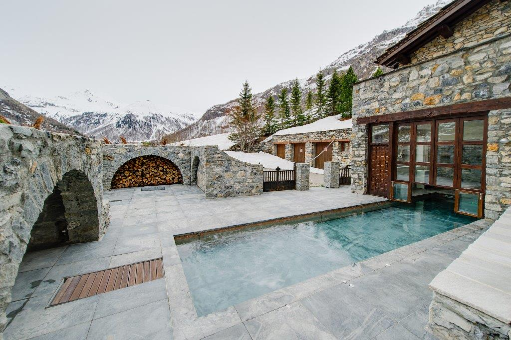 TDM-Pool-Outside-ski-chalet