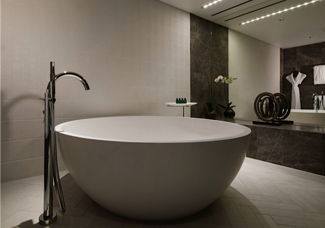 Opera-Suite-bathroom-Sofitel-Brisbane