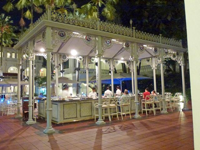 Raffles Courtyard Dining - Aleney de Winter