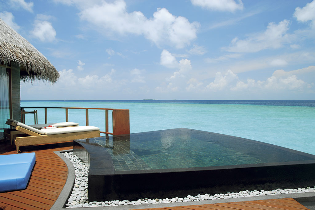 Halaveli-water_villa_pool