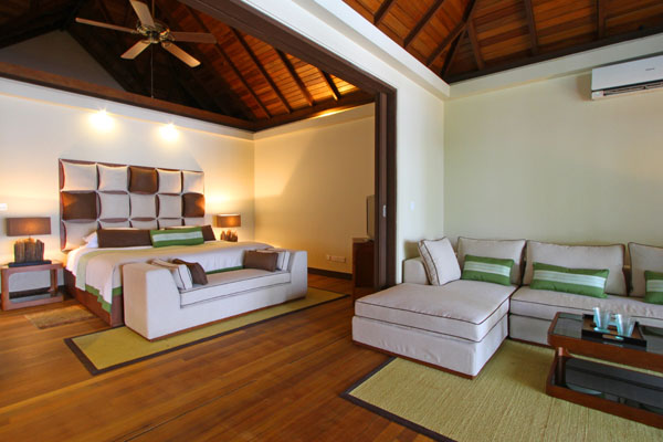 Kurumba_Private_Villa_Room(2)