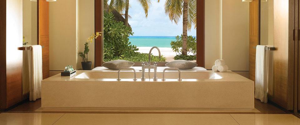 Beach-villa-bath-reethi-rah