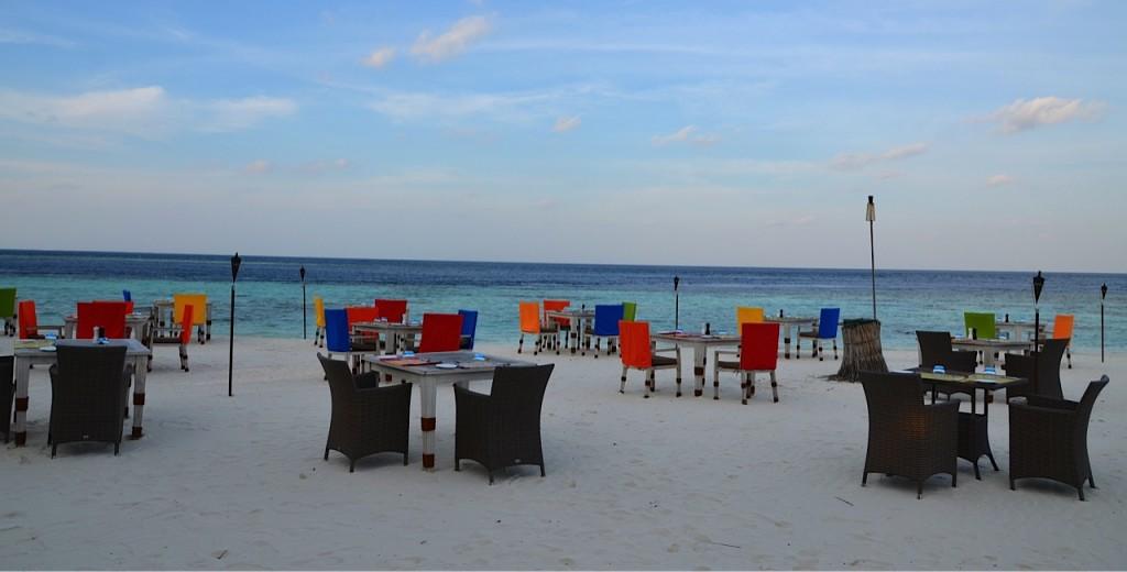 Dhevanafushi-beach restaurant