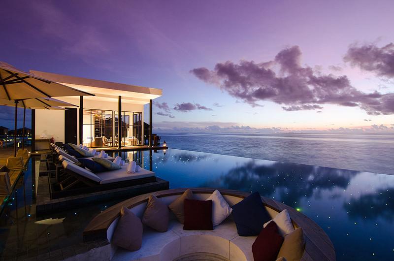 Jumeirah Dhevanafushi - Johara Pool Sunset