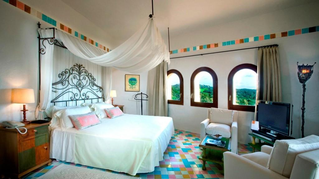 Presidential_Suite_bedroom_at_Cala_di_Volpe