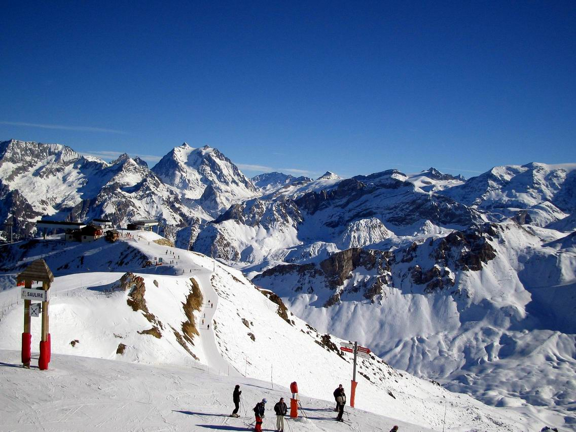 courchevel-skiing
