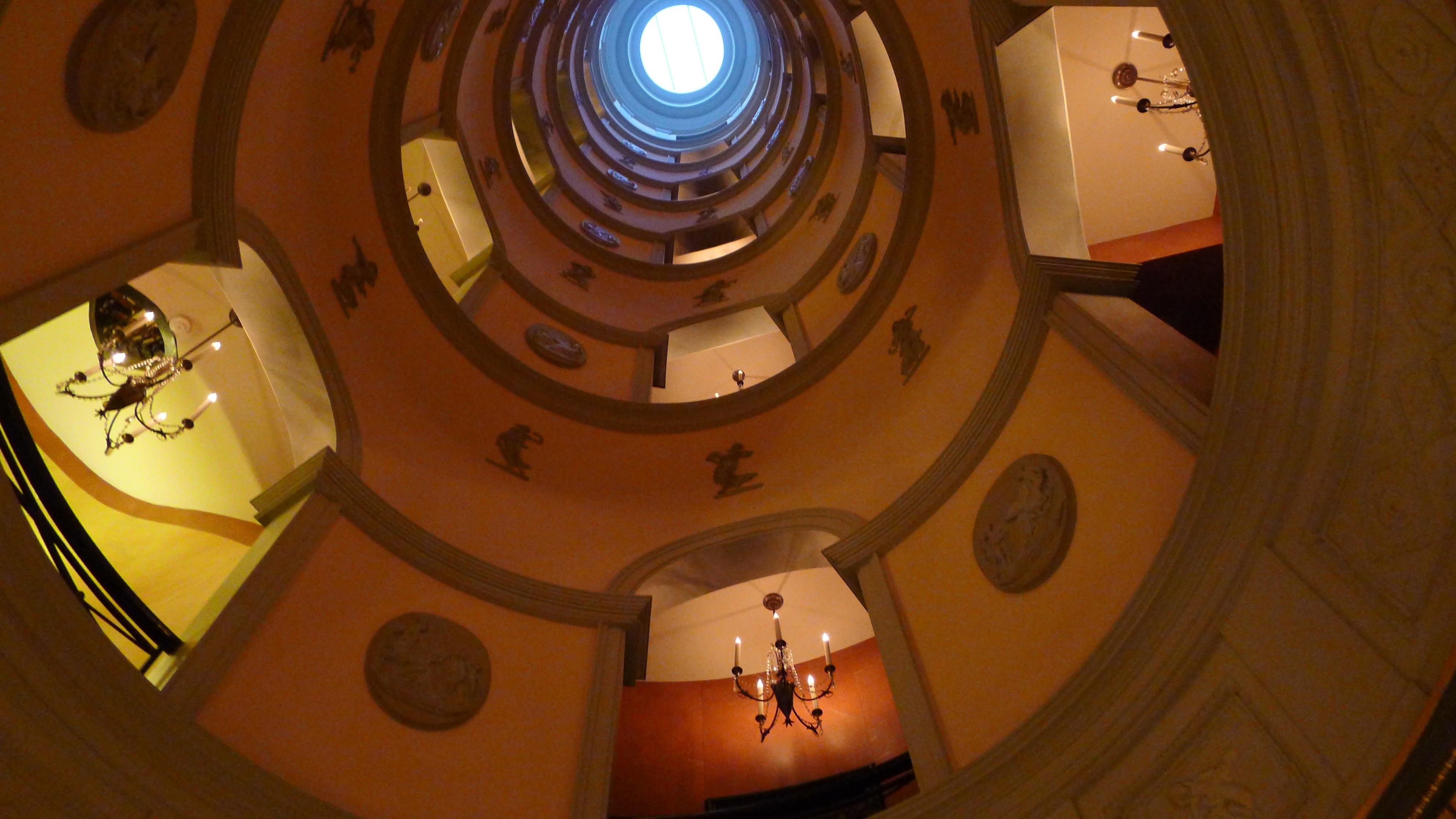 LHotel-Atrium