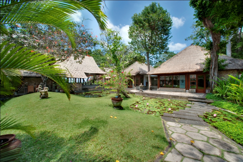 Oberoi lobby Garden