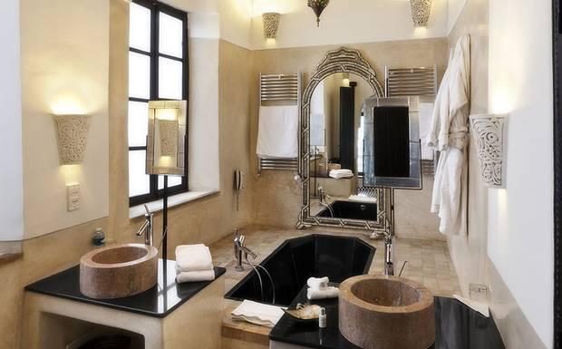 riad-farnatchi-bathroom