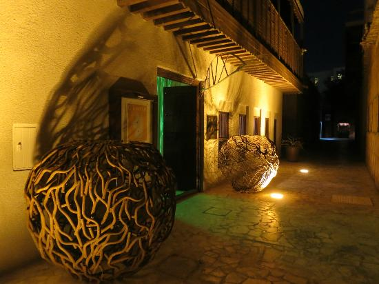 Xva art hotel uniqueness and tranquility in dubai a for Art hotel dubai