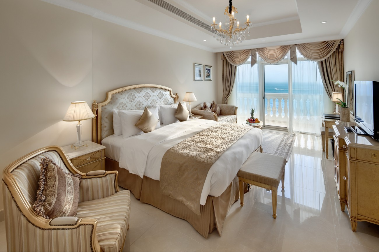Kempinski on the palm largest suites in dubai the lux for Most expensive hotel room in dubai