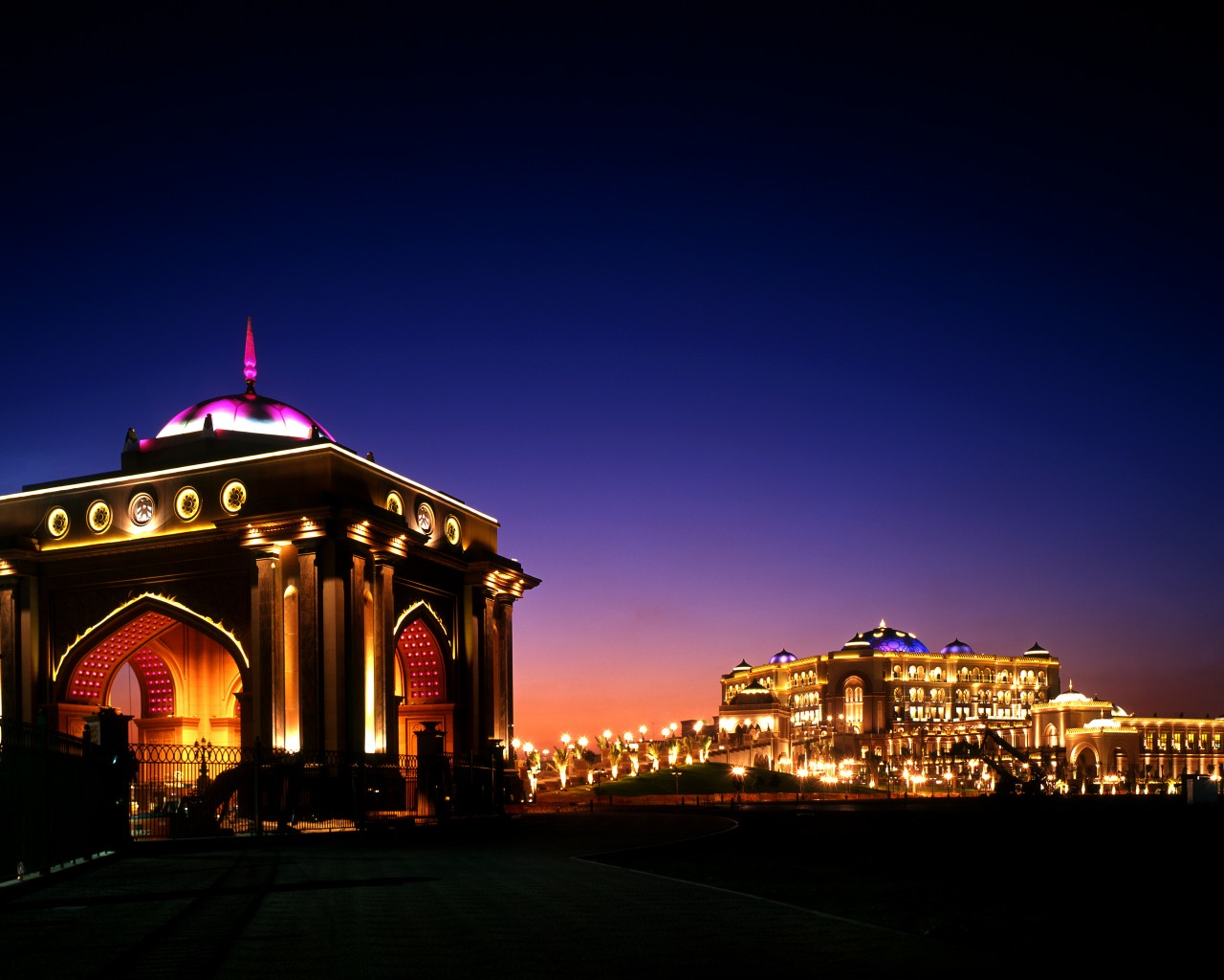 Emirates-Palace-Front-View-Arch