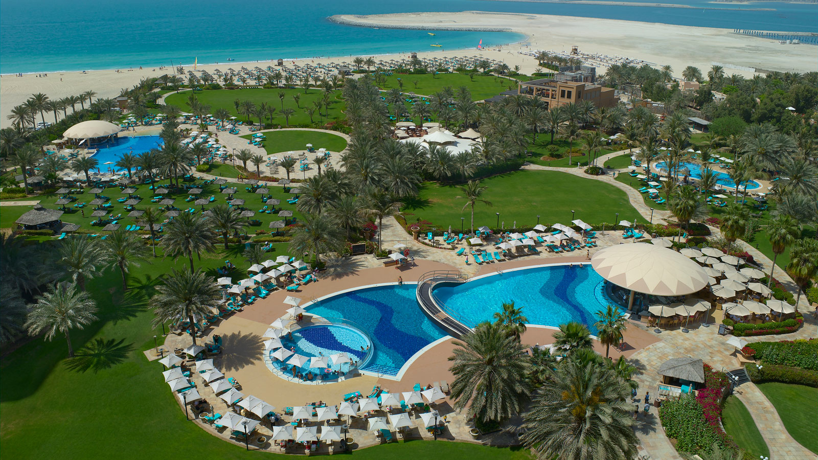 Le-Royal-Meridien-Dubai-Main-Pool
