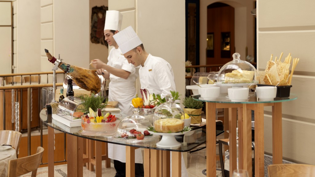 Four Seasons Milan-La Veranda-buffet