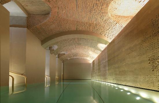 four-seasons-hotel-milano-pool