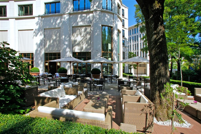 The Charles outdoor terrace