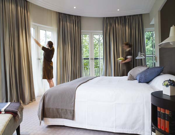 the-charles-hotel-munich-executive-suite-bedroom-c