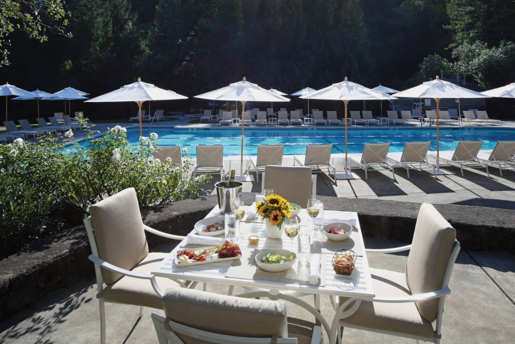 Family pool & cafe in Meadowood Resort Napa Valley