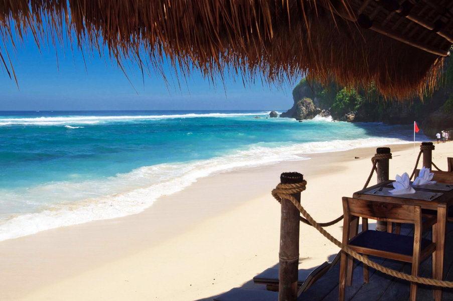Lunch at Finn's Beach, Bali