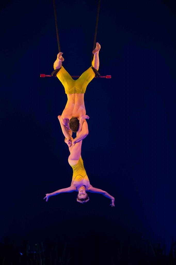 Cirque du Soleil_TOTEM_Fixed Trapeze Duo_OSA Images_SA14199_LR