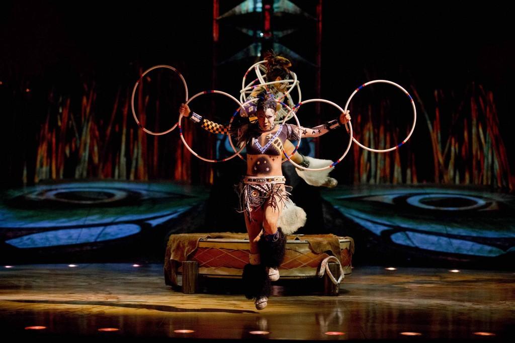 Cirque du Soleil_TOTEM_Hoops Dancer_OSA Images_SA14631_LR