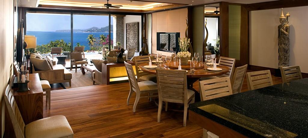 Pool Suite - Living area
