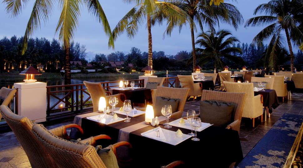 Banyan-tree-dining