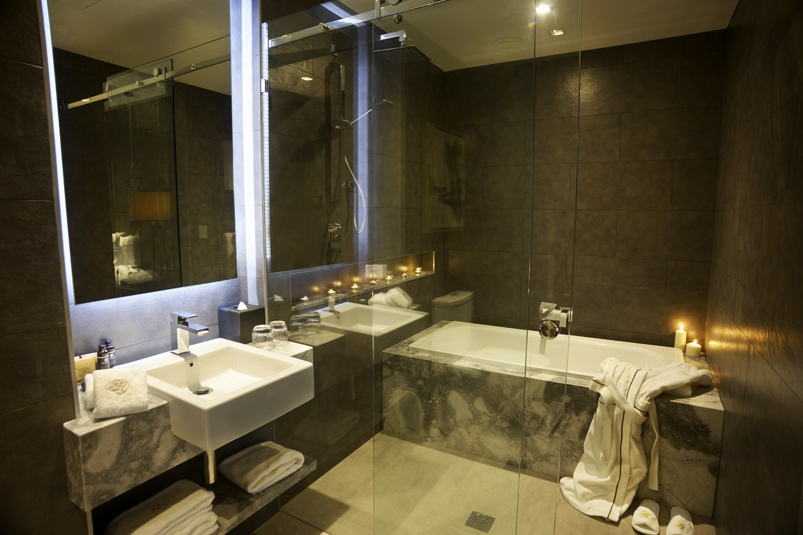 Gambaro-Suites-bathroom