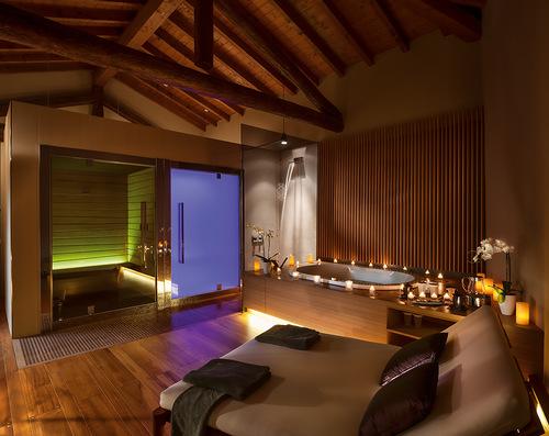 Tremezzo-couple-spa-suite