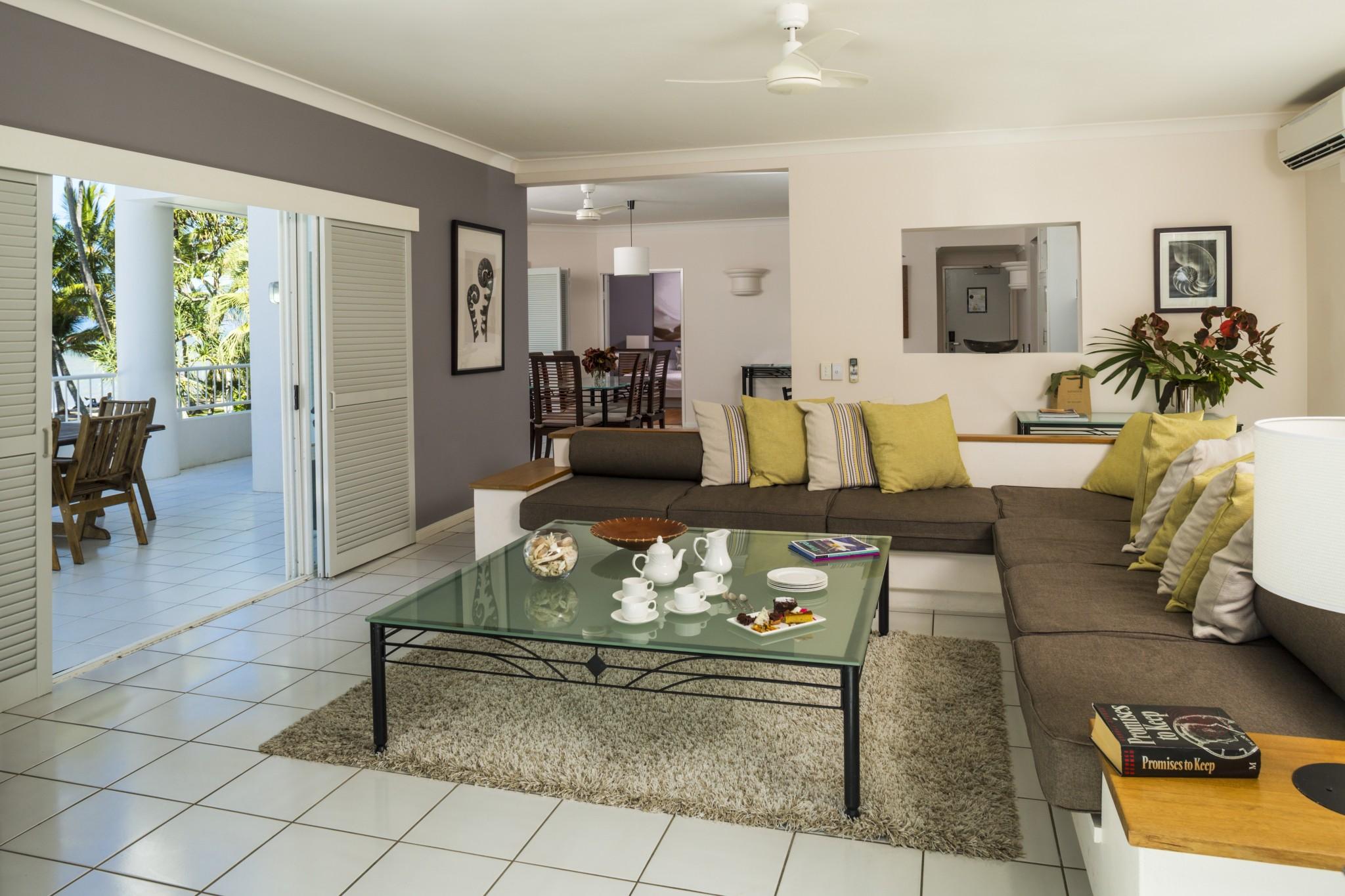 Alamanda Suite Lounge - Alamanda Palm Cove by Lancemore