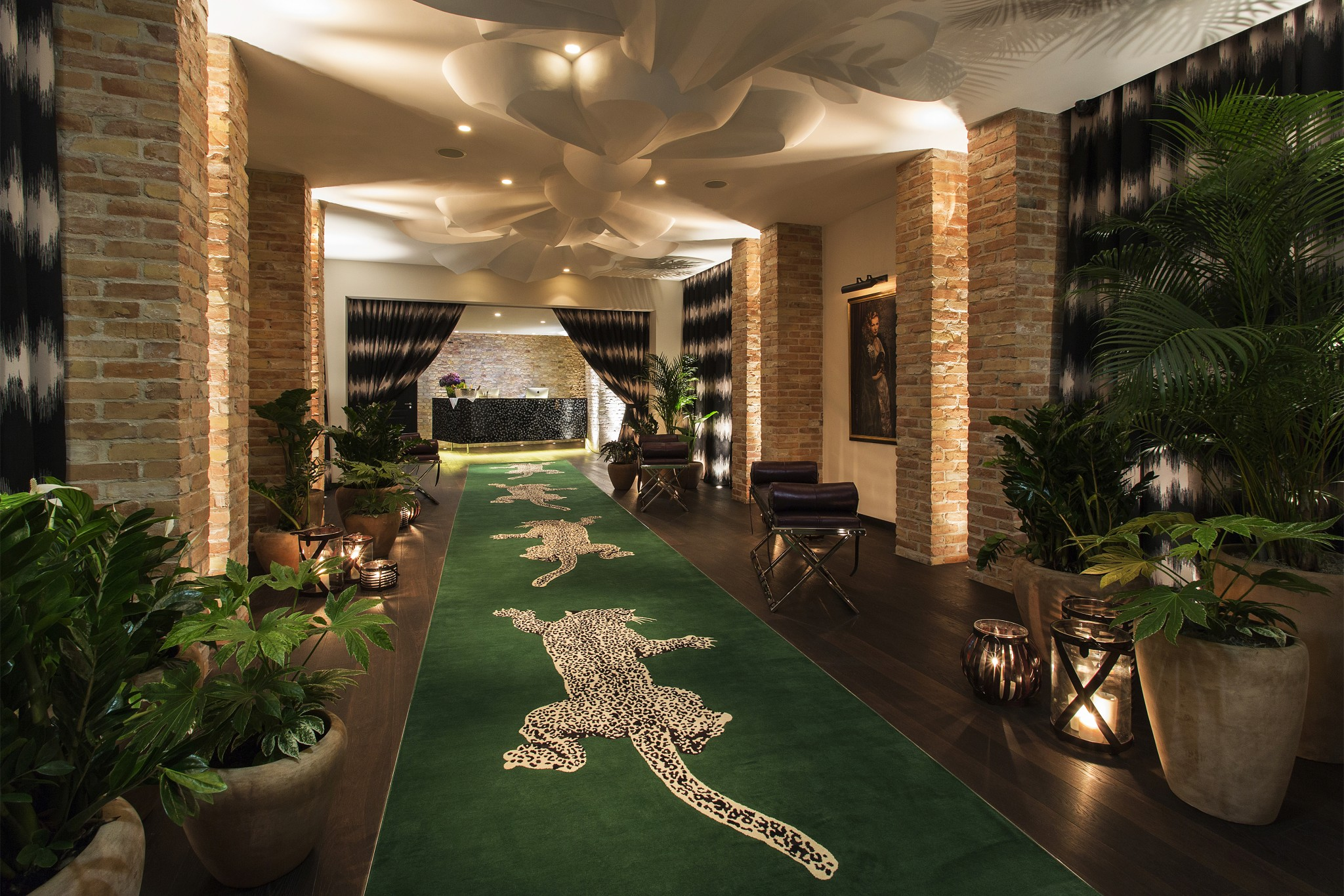 entrance hotel zoo2