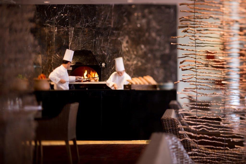 Hyatt Regency_The Pool House restaurant4