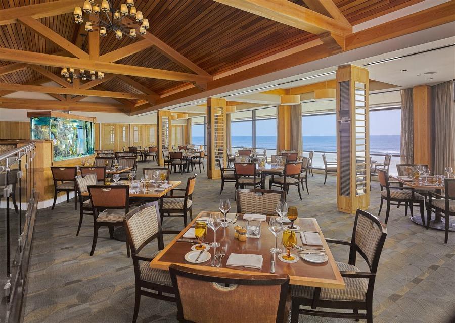 PVI_Inn-Dining-SeahorseGrille_1