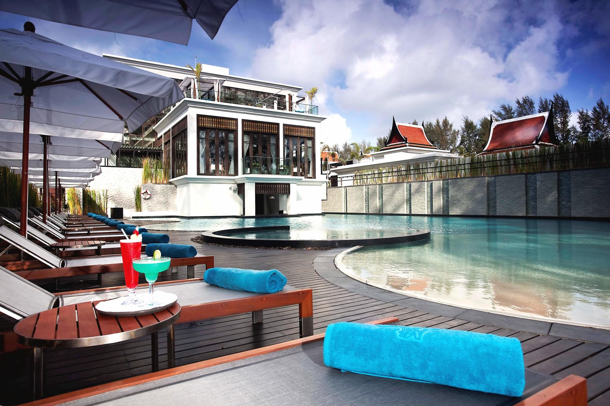 13-main-swimming-pool